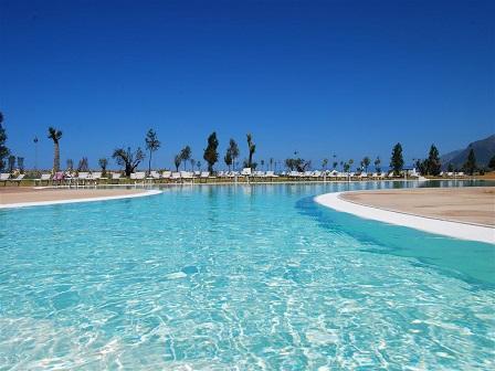 451_borgo-di-fiuzzi-resort-spa_piscina.jpg