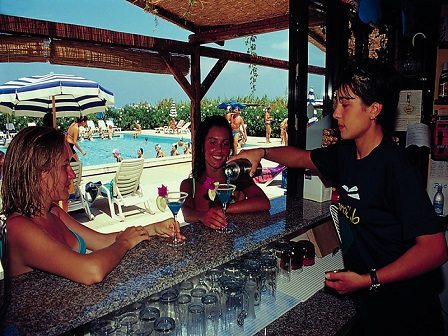 455_cora-club-village_bar.jpg