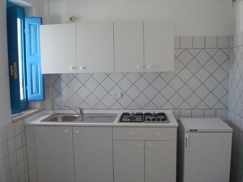 463_room-cafe-case-vacanza-porto-cesareo_cucina.jpg