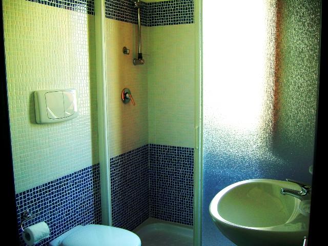 464_appartamenti-le-chiusurelle_bagno_primo_piano.jpg