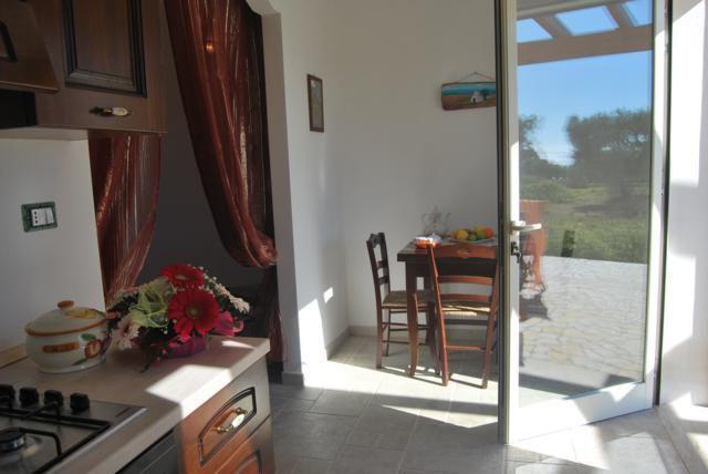 465_residence-pescoluse_angolo-cottura.jpg