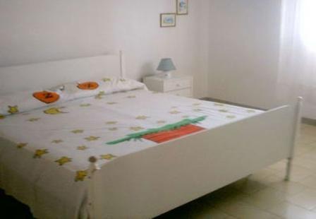 46_palazzo-lido-delle-sirene_palazzo.lido_delle_sirene_porto_cesareo_camera_da_letto.jpg