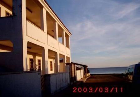 46_palazzo-lido-delle-sirene_palazzo.lido_delle_sirene_porto_cesareo_prospetto_laterale.jpg