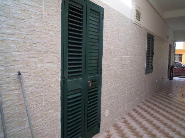 471_appartamenti_alvaro_a_torre_lapillo_entrata-appartamenti.jpg