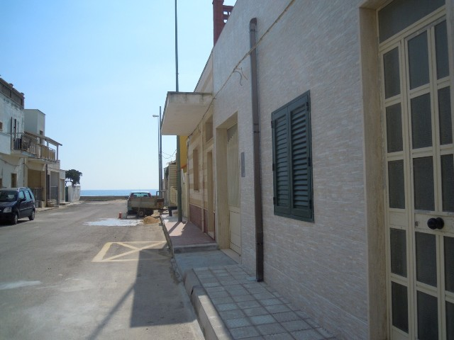 471_appartamenti_alvaro_a_torre_lapillo_esterno-vista-mare.jpg