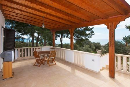 479_villa-ada_terrazza-primo-piano.jpg