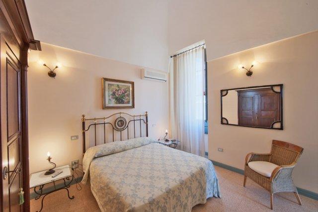 489_residence-villa-raffaella_villa_rafaella_camere_4.jpg