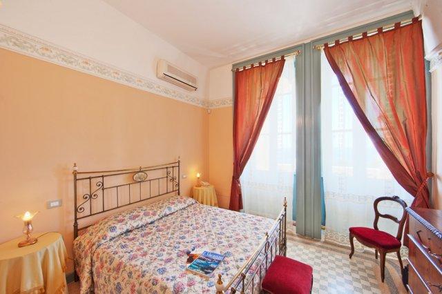 489_residence-villa-raffaella_villa_raffaella_-_camere_1.jpg