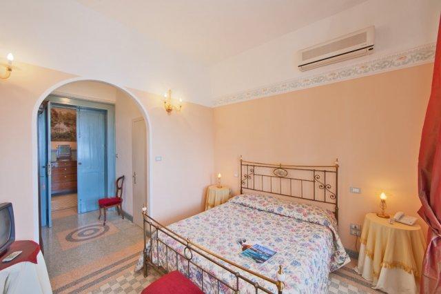489_residence-villa-raffaella_villa_raffaella_-_camere_2.jpg