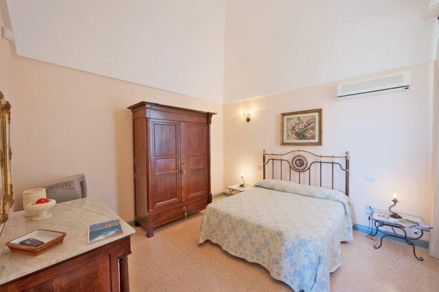 489_residence-villa-raffaella_villa_raffaella_camere_3.jpg