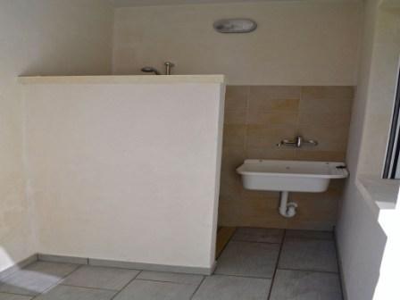 492_appartamenti-pascoli_doccia-esterna.jpg
