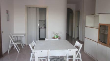 502_appartamento-bahia_soggiorno_visuale_cucina_e_corridoio.jpg
