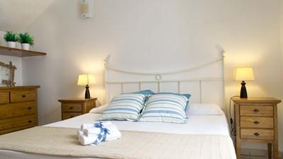 507_appartamenti-leopardi_leopardi_bilocale_piano_terra_camera.jpg