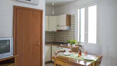 507_appartamenti-leopardi_leopardi_bilocale_piano_terra_soggiorno.jpg