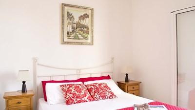 507_appartamenti-leopardi_leopardi_bilocale_primo_piano_camera.jpg