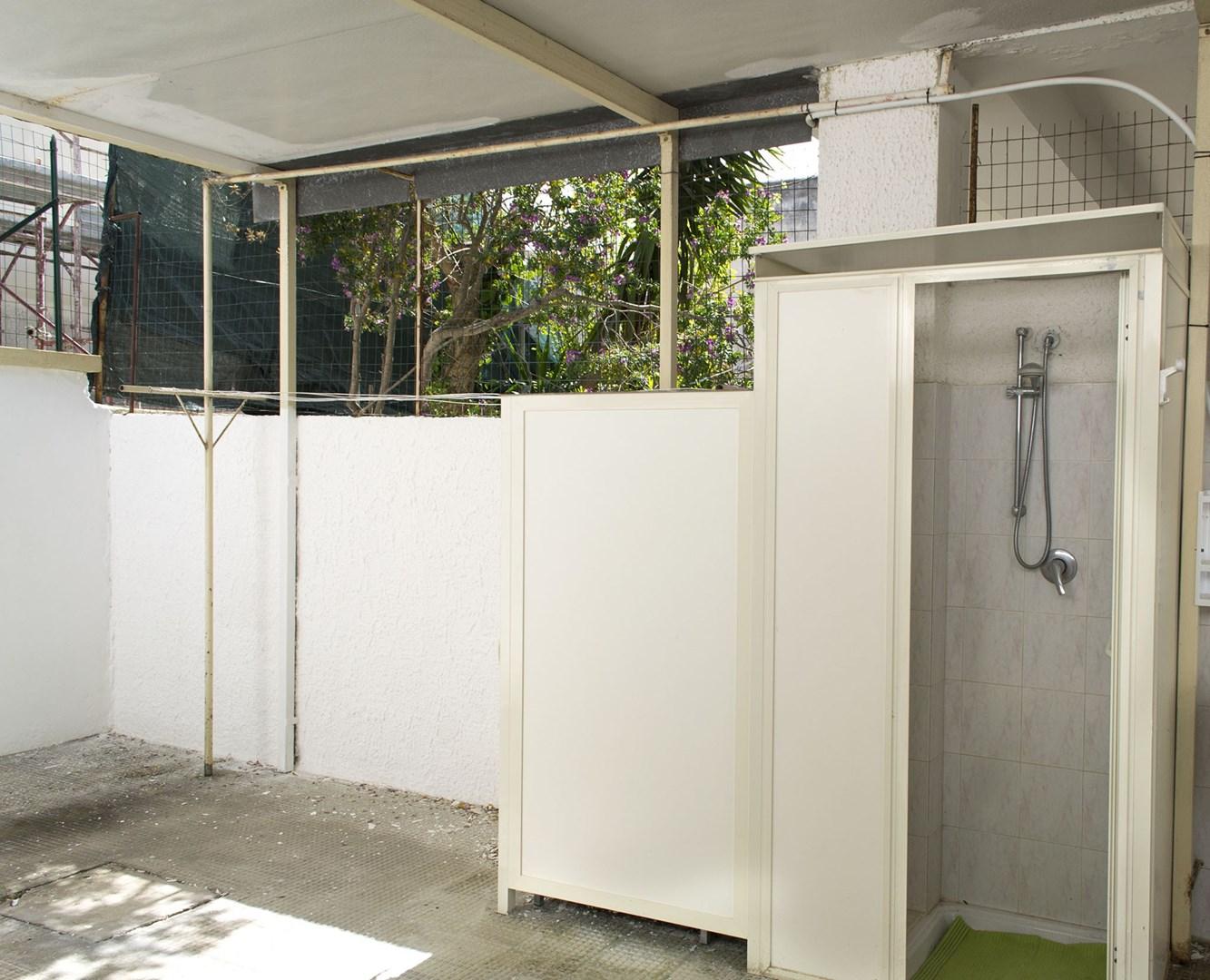 508_appartamento-lenin_doccia_esterna.jpg