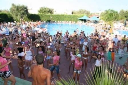 5_villaggio-club-eurogarden-beach-resort_villaggio_eurogarden_san_foca_piscina.jpg