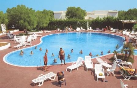 5_villaggio-club-eurogarden-beach-resort_villaggio_eurogarden_san_foca_piscina_2.jpg