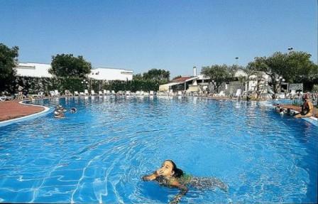 5_villaggio-club-eurogarden-beach-resort_villaggio_eurogarden_san_foca_piscina_3.jpg