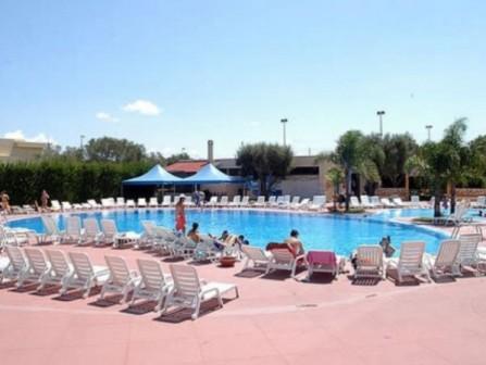 5_villaggio-club-eurogarden-beach-resort_villaggio_eurogarden_san_foca_piscina_4.jpg