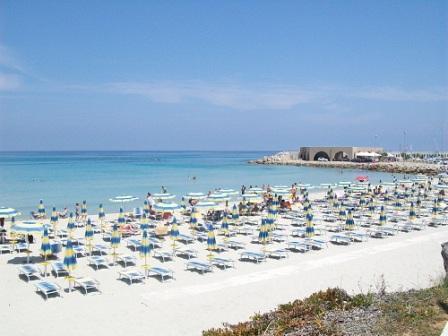 5_villaggio-club-eurogarden-beach-resort_villaggio_eurogarden_san_foca_spiaggia_2.jpg