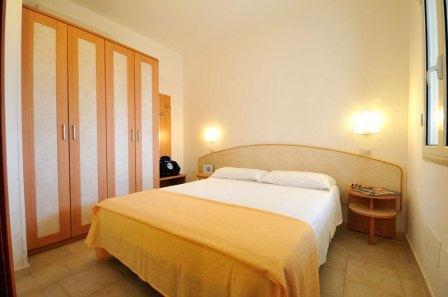 66_residence-rivazzurra_residence_rivazzura_torre_dell_orso_bilocale_camera_da_letto.jpg