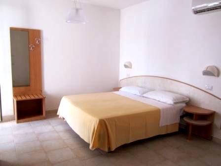 66_residence-rivazzurra_residence_rivazzurra_torre_dell_orso_camera_da_letto.jpg