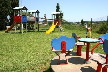 66_residence-rivazzurra_residence_rivazzurra_torre_dell_orso_parco_giochi.jpg