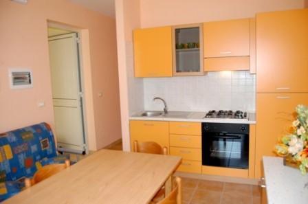 71_le-residenze-l-orizzonte_residence-orizzonte-torre-vado-pescoluse-soggiorno3.jpg