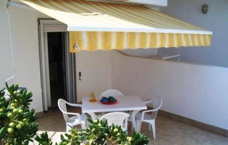 71_le-residenze-lorizzonte_residence_orizzonte_torre_vado_pescoluse_terrazzino.jpg