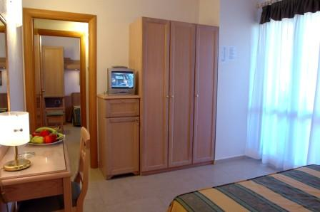 72_hotel-thalas-club_hotel_thalas_torre_dell_orso_camera_family.jpg