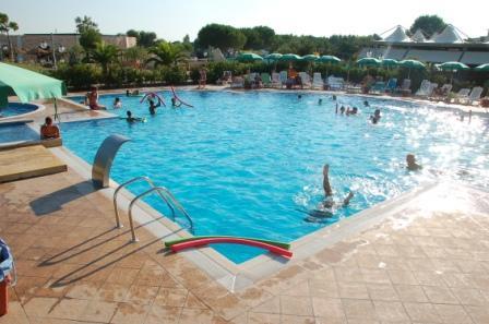 72_hotel-thalas-club_hotel_thalas_torre_dell_orso_piscina2.jpg