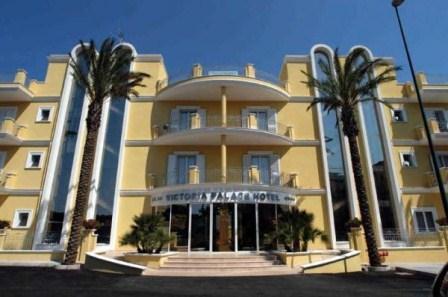 75_hotel-victoria-palace-_victoria_palace_hotel_gallipoli_facciata.jpg