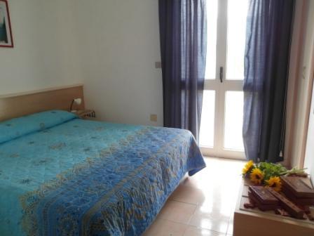 82_residence-club-la-baia-doro_baia_d_oro_torre_mozza_ugento_camera2.jpg