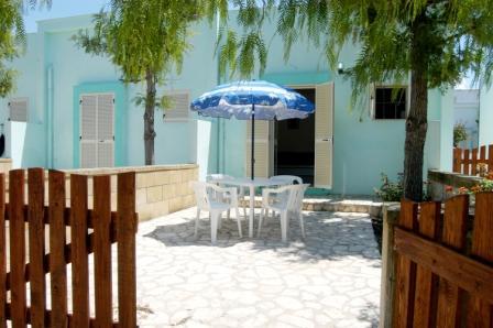 82_residence-club-la-baia-doro_baia_d_oro_torre_mozza_ugento_cortile.jpg
