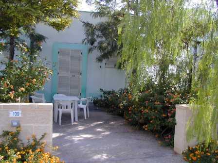 82_residence-club-la-baia-doro_baia_d_oro_torre_mozza_ugento_cortiletto.jpg