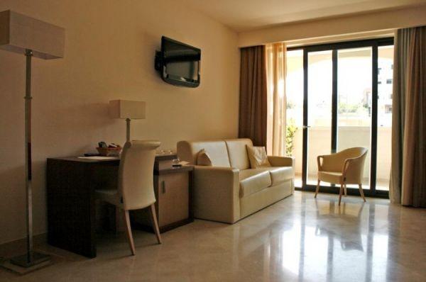 83_hotel-vittoria-resort-spa_hotel_vittoria_camera_salottini.jpg