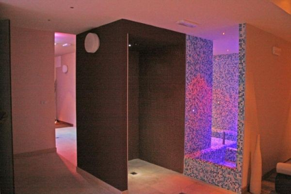 83_hotel-vittoria-resort-spa_hotel_vittoria_docce_emozionali.jpg