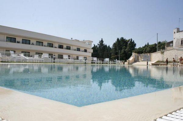 83_hotel-vittoria-resort-spa_hotel_vittoria_piscina2.jpg