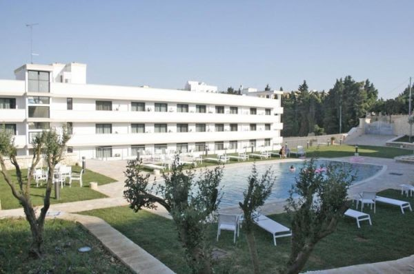 83_hotel-vittoria-resort-spa_hotel_vittoria_piscina_esterna.jpg