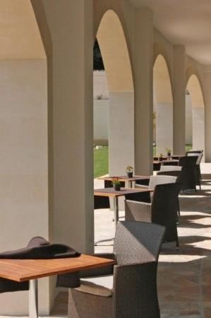 83_hotel-vittoria-resort-spa_hotel_vittoria_porticato.jpg