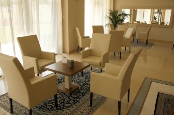 83_hotel-vittoria-resort-spa_hotel_vittoria_salottini2.jpg