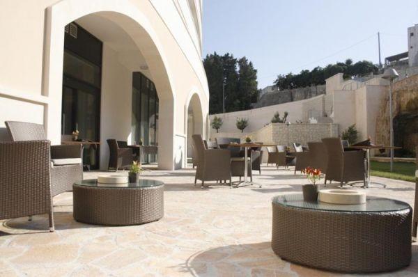 83_hotel-vittoria-resort-spa_hotel_vittoria_salottini_esterni2.jpg
