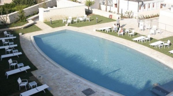 83_hotel-vittoria-resort-spa_hotel_vittoria_vista_piscina.jpg