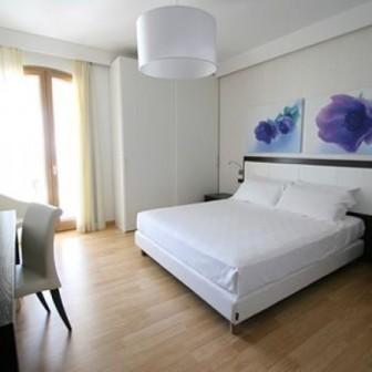 86_hotel-aurora-e-del-benessere_camera5.jpg