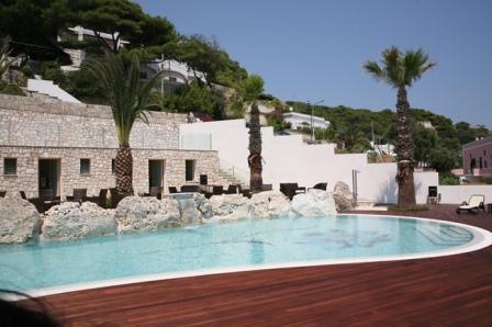86_hotel-aurora-e-del-benessere_piscina3.jpg