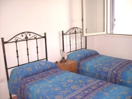 87_le-residenze-il-porticciolo_cameretta.jpg