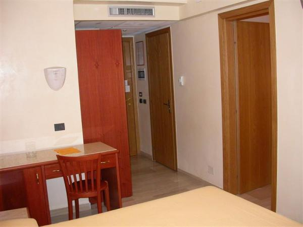 95_hotel-club-la-giurlita-_camera_giurlita2.jpg