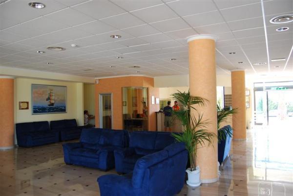 95_hotel-club-la-giurlita-_hall_giurlita.jpg