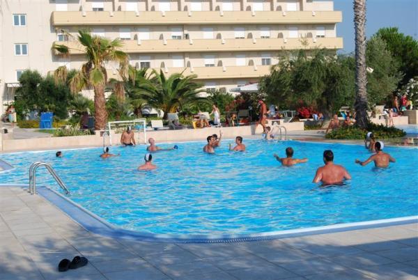 95_hotel-club-la-giurlita-_piscina_giurlita2.jpg